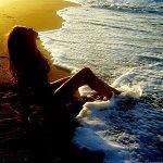 Девушка отдыхает на берегу моря и мой финстрип за июль 2016 года